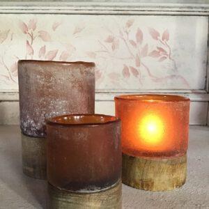 theelicht met houten voet oranjebruin